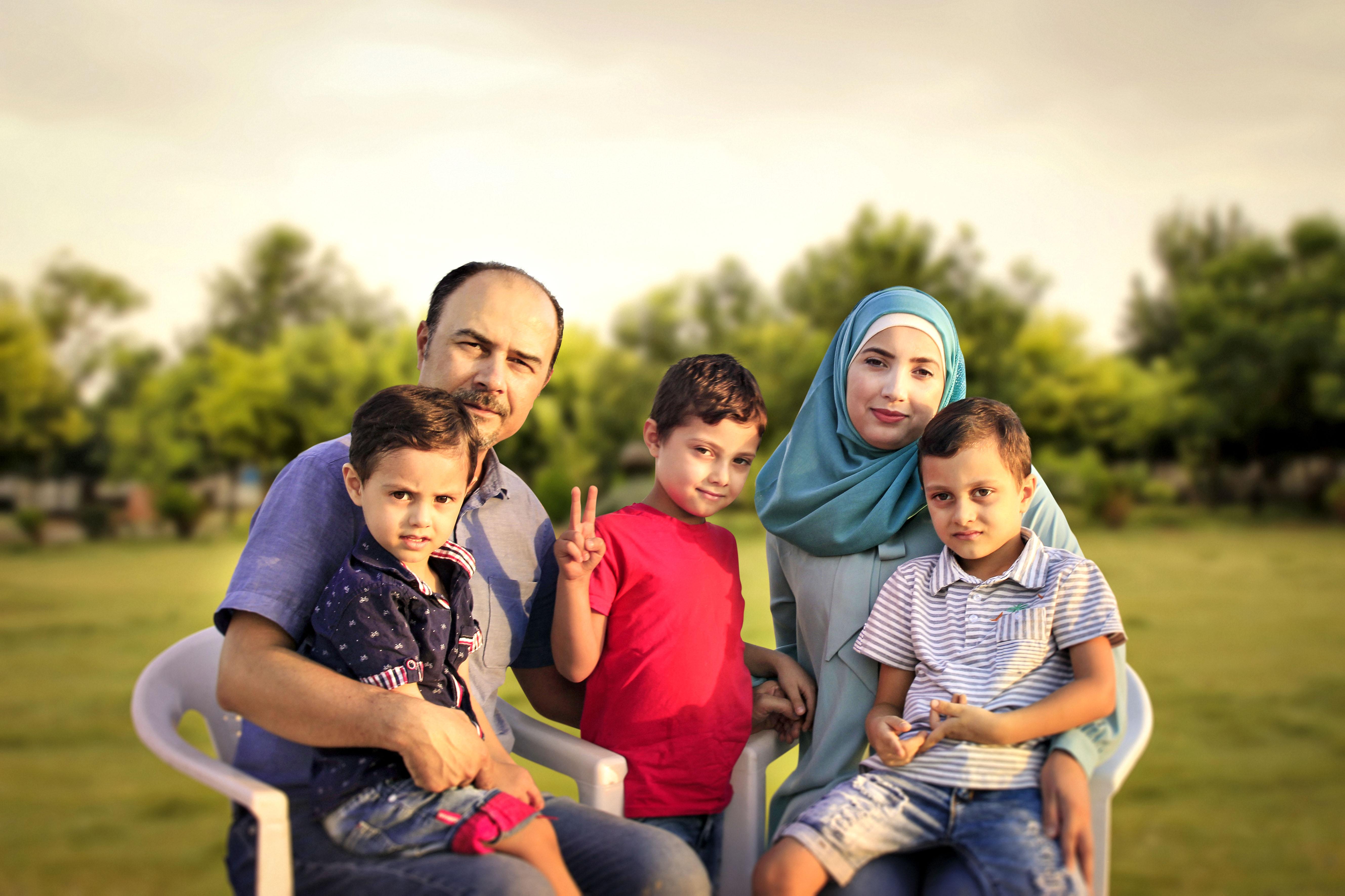 Moustafa Jano och Ree Almohamad med barnen i Sulaymaniya. Bild: Mohammed Khair Al Mohammed.